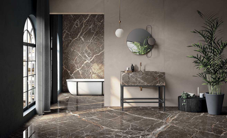 Kamień naturalny lub materiały imitujące go doskonale sprawdzają się w łazienkach w stylu organicznym