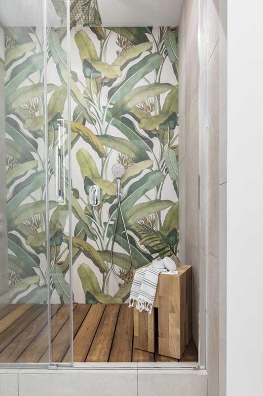 Postaw na płytki przedstawiające bujną roślinność (na zdjęcie ceramika 41zero42)