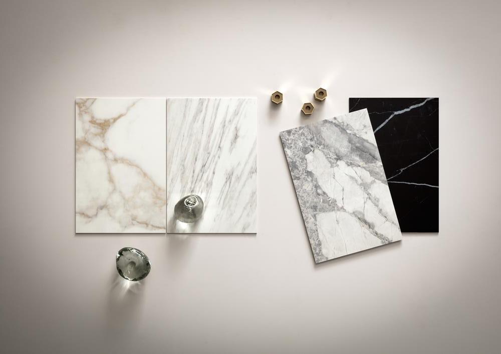 Kolory podstawowe w kolekcji Slimtech Delight: Calacatta Oro, Venato Bianco, Invisible Light i Marquina Nero