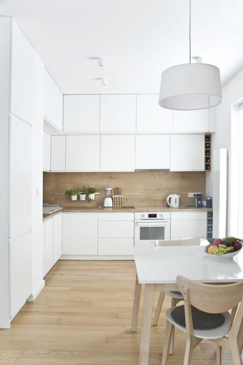 biało - drewniana kuchnia