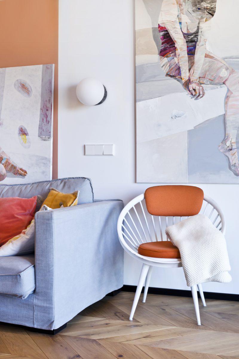 Wnętrze zaprojektowane przez arch. Ewę Tarapatę w kolorach z palety Pantone Sping/Summer 2020 (zdj. Katarzyna Wrona)