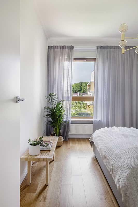 Dekoracje w stylu boho w minimalistycznej sypialni | proj. 3XEL, zdj. kroniki studio