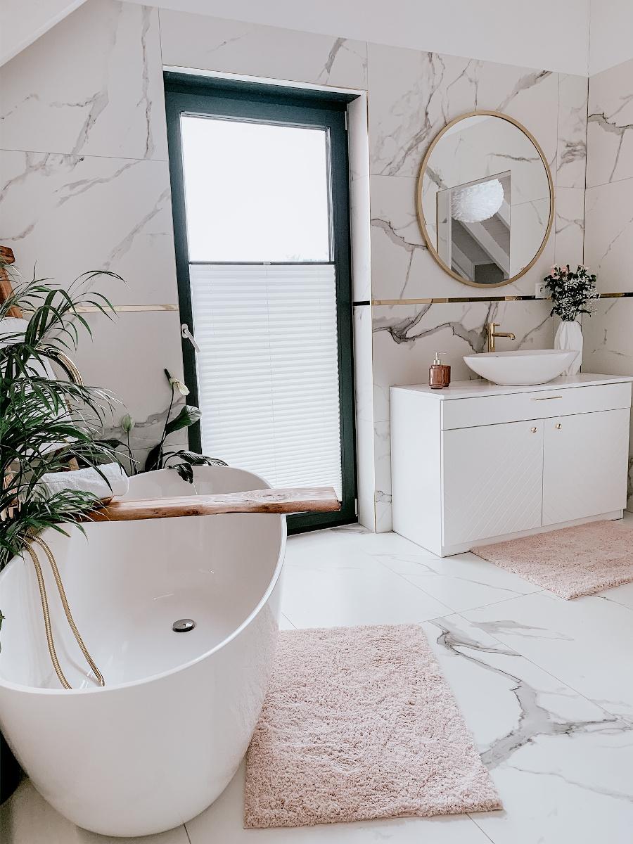Marmurowa łazienka | źródło: @nasza.nowoczesna.stodola