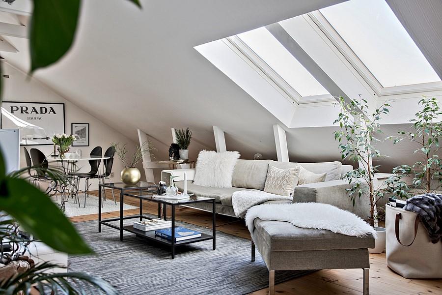 Salon na poddaszu w stylu skandynawskim