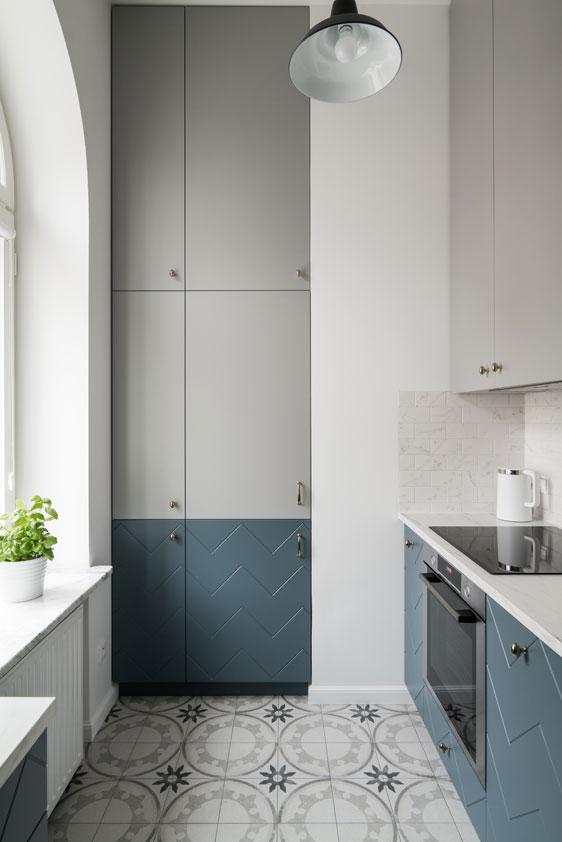 Mała kuchnia w mieszkaniu na wynajem | proj. Eg Projekt, fot. Piotr Czaja