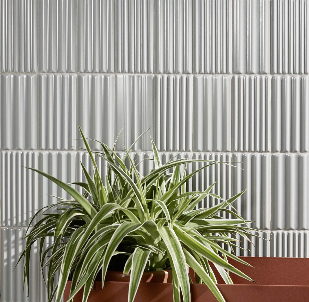 Płytki strukturalne doskonale odnajdują się w minimalistycznych wnętrzach | źródło: 41zero42