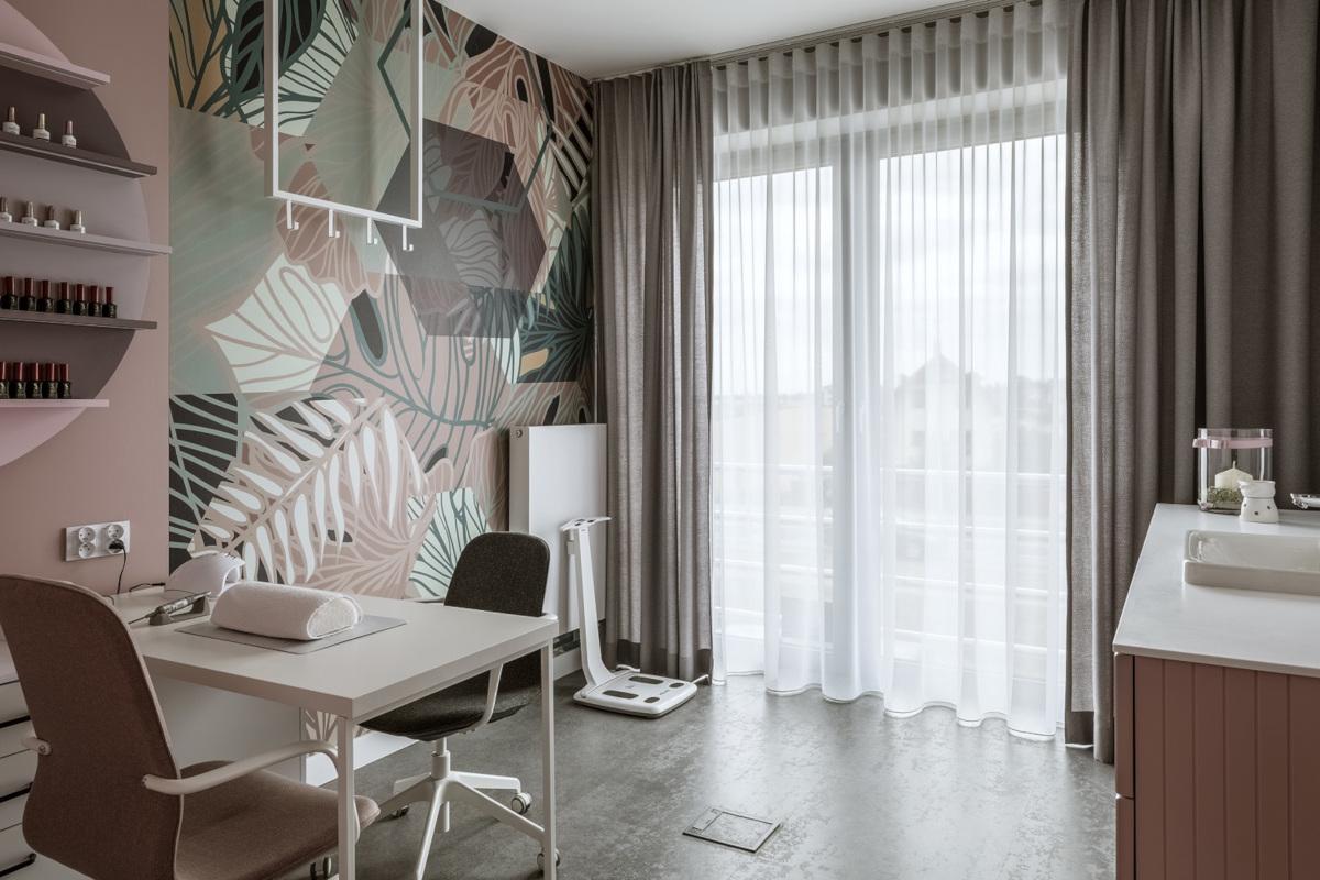 Wielkoformatowa tapeta w salonie piękności wg projektu Madama