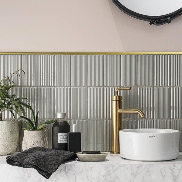 Płytki WigWag w aranżacji ściany umywalkowej w łazience