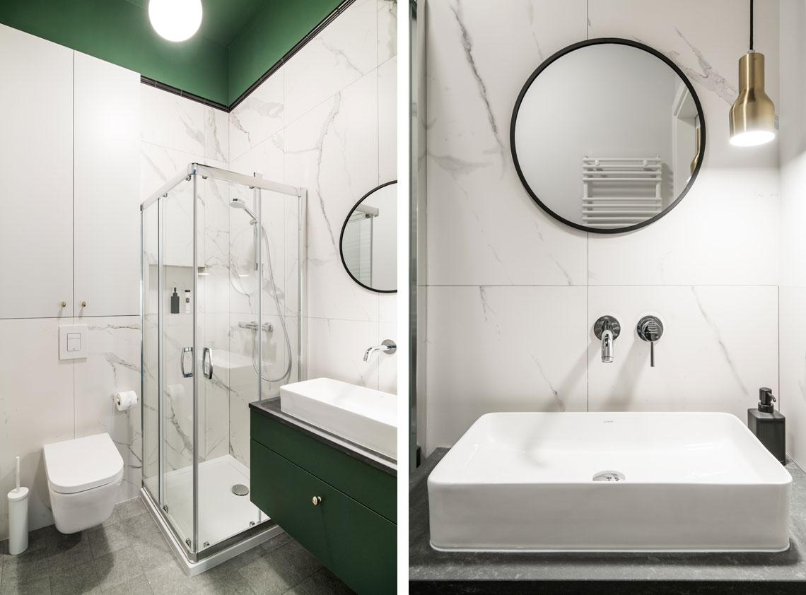 Mała łazienka z akcentem zieleni na suficie i szafce podumywalkowej | proj. Eg Projekt, zdj. Piotr Czaja
