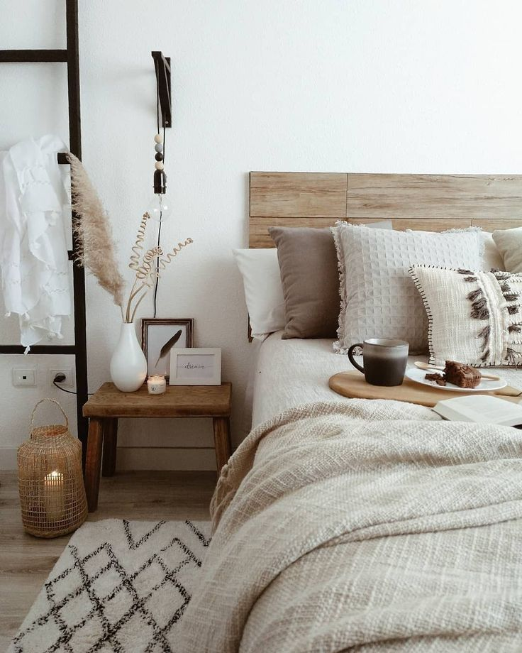 Przytulna sypialnia w kolorze kawy z mlekiem