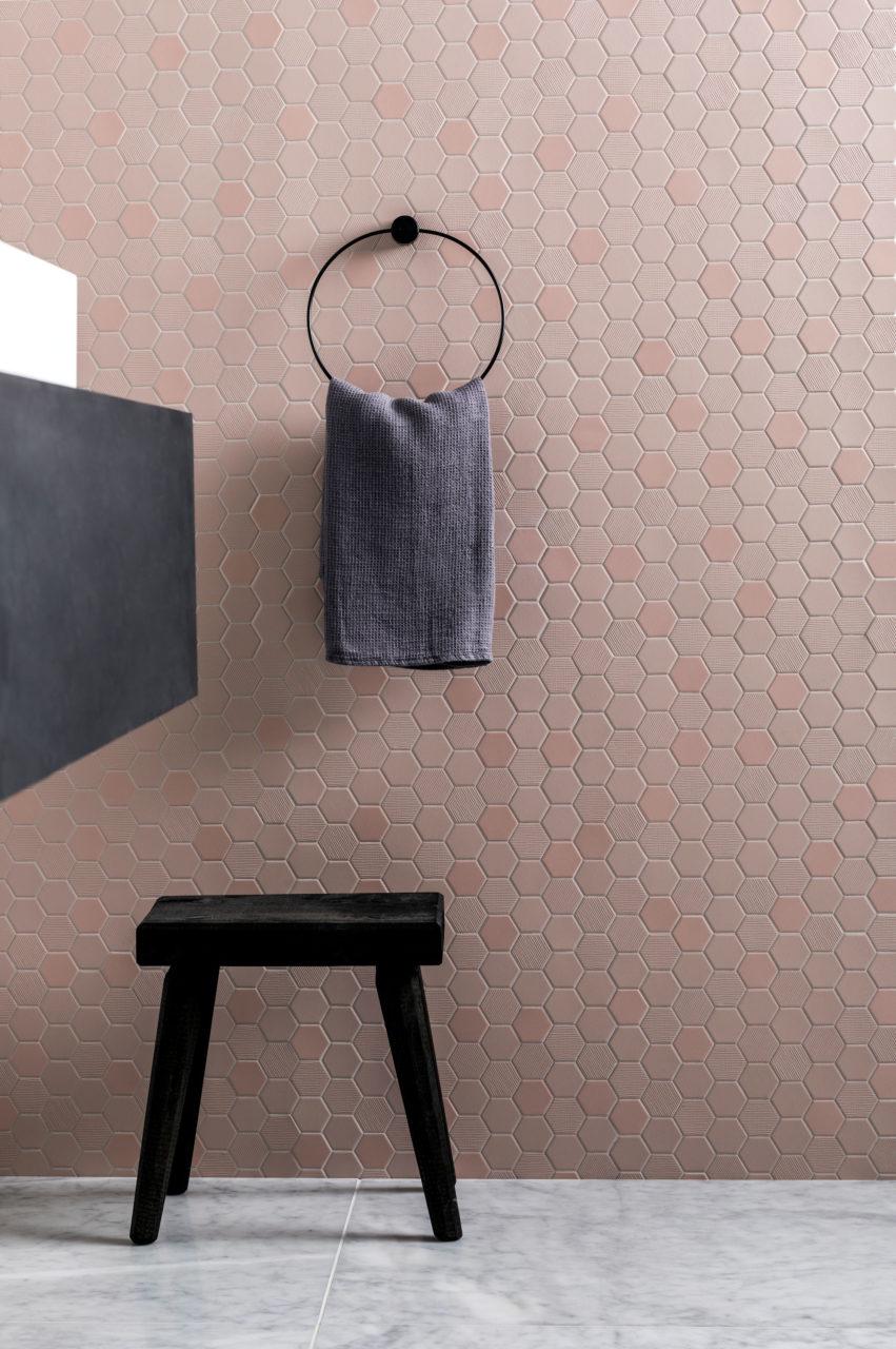 Różowe płytki heksagonalne