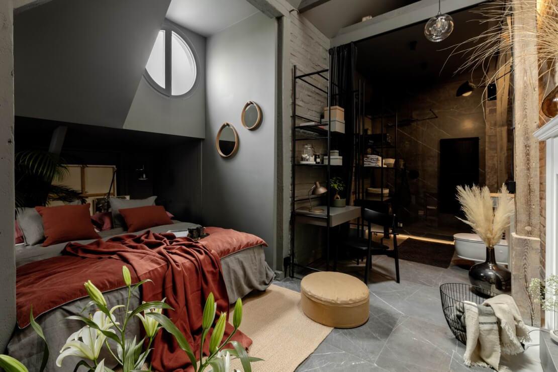 Sypialnia z łazienką na antresoli