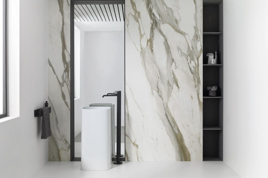 Umywalka stojąca płytki wielkoformatowe Porcelanosa dostępne w Internity Home