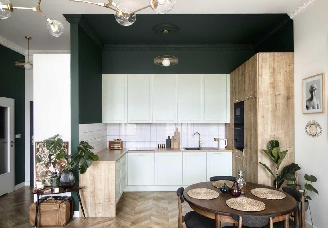Połączenie butelkowej zieleni i mięty w aranżacji kuchni | Autor projektu: Aleksandra Bartoszuk | Zdjęcia: BOLD Design