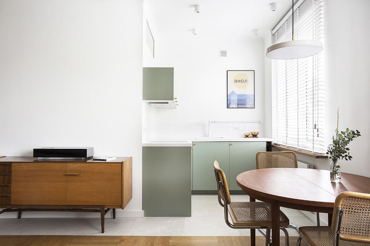 Zielona kuchnia w stylu eklektycznym | proj. Schudy Studio