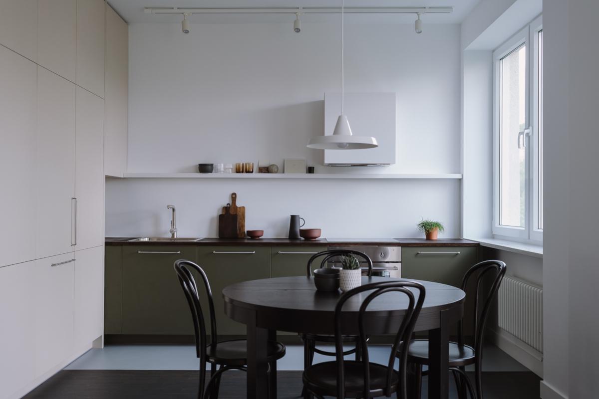 Biało - zielona kuchnia w minimalnym wydaniu | proj. MAP, zdj. PION