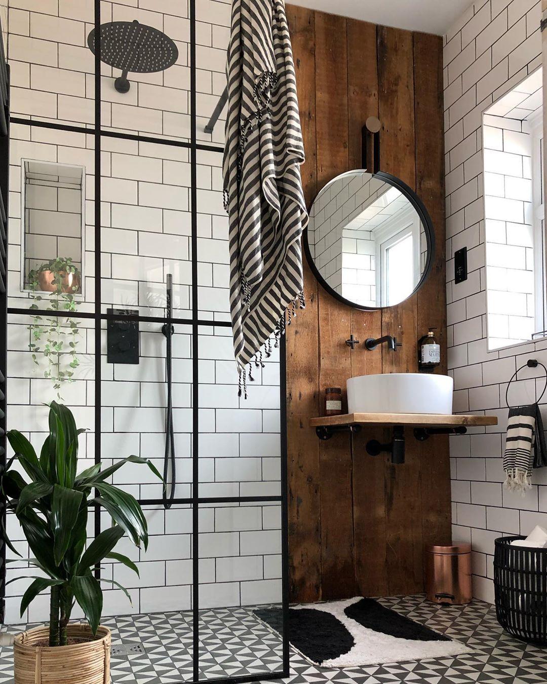 Charakterystyczne elementy wystroju w łazience w stylu boho
