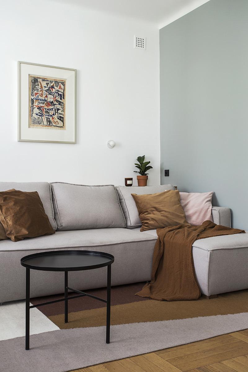 Kompaktowy narożnik modułowy z funkcją spania to idealna propozycja do mikromieszkań | proj. Schudy Studio