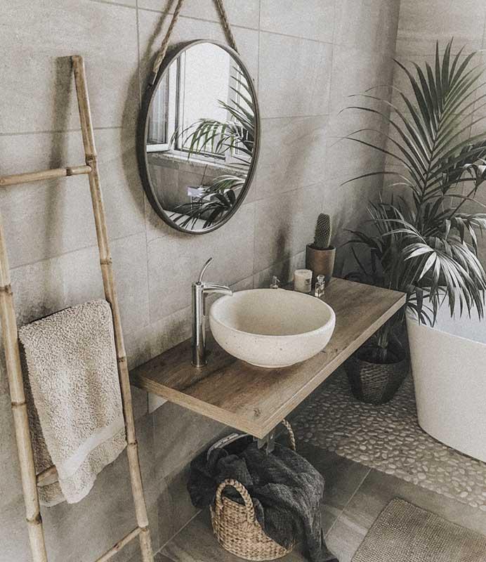 Charakterystyczne elementy wystroju w łazience w stylu bohoindustrial
