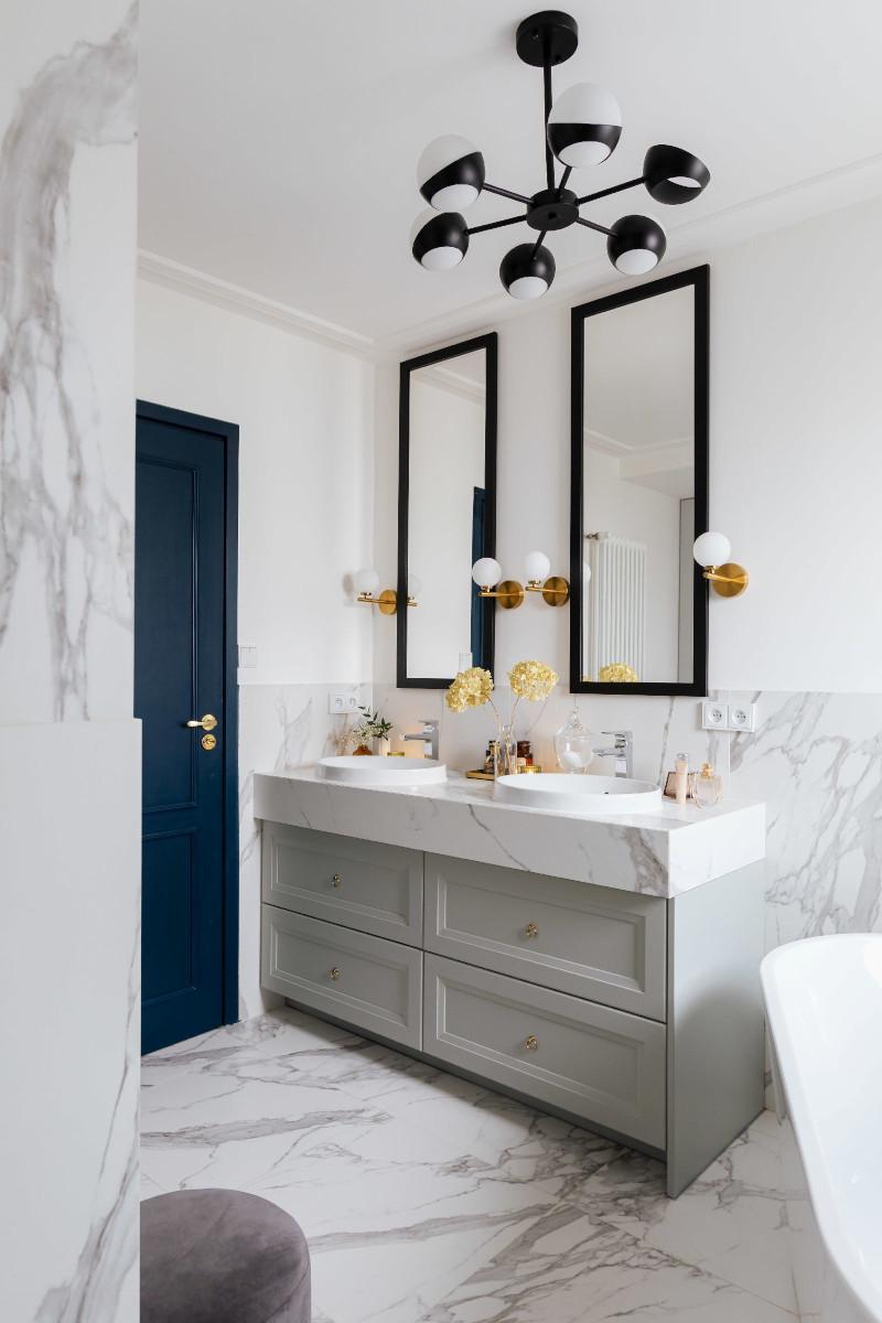 Blat wykonany z płytki wielkoformatowej imitującej marmur | Łazienka blogerki Uli Michalak (Interiors Design Blog)