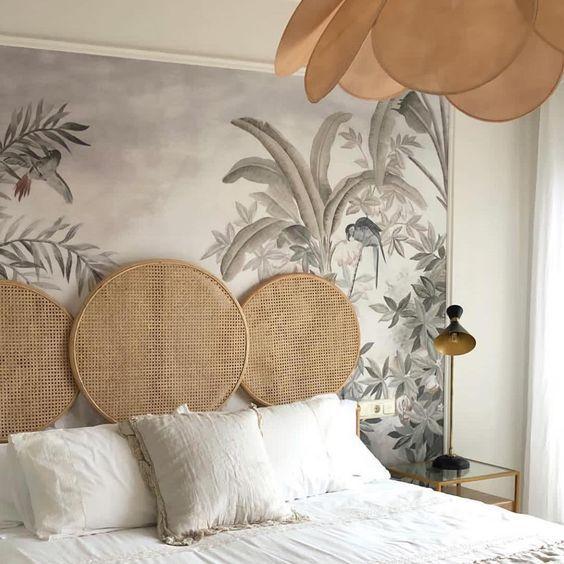Tropikalna tapeta w sypialni w stylu boho