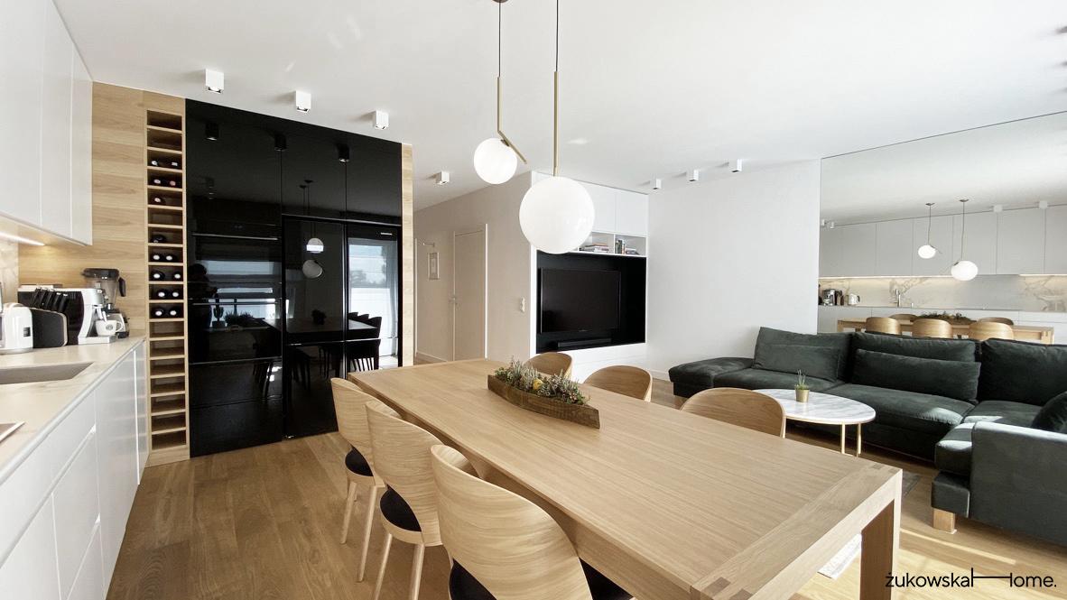 Nowoczesne wnętrze: przytulne mieszkanie w bieli i drewnie | Proj: ŻukowskaHome