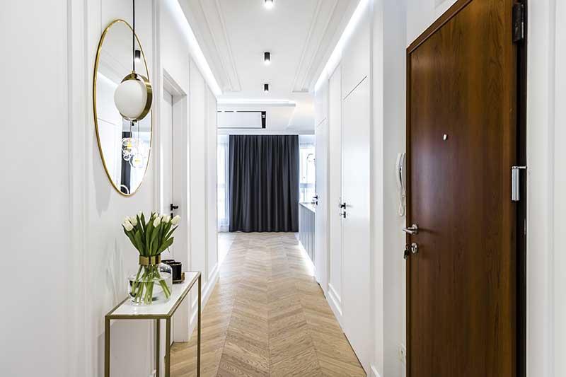 Przedpokój apartamentu w Warszawie Moovin Group