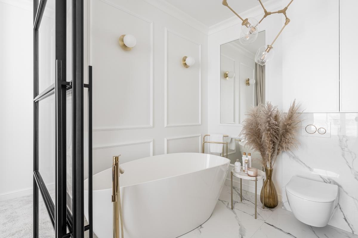 łazienka z wanną wolnostojącą