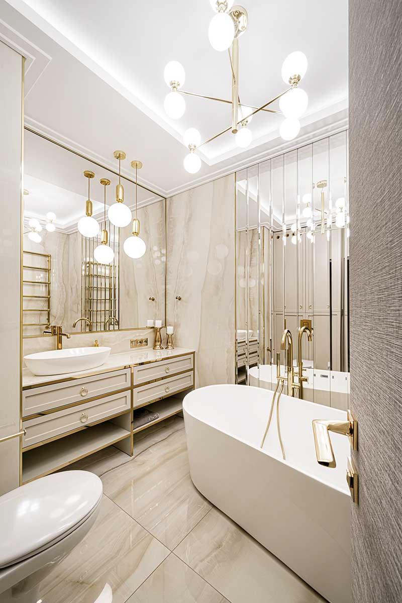 Złoto i kolory ziemi w luksusowym apartamencie