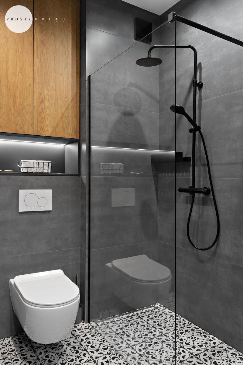Mała łazienka z prysznicem | proj. Prosty Układ, zdj. DEKORIALOVE