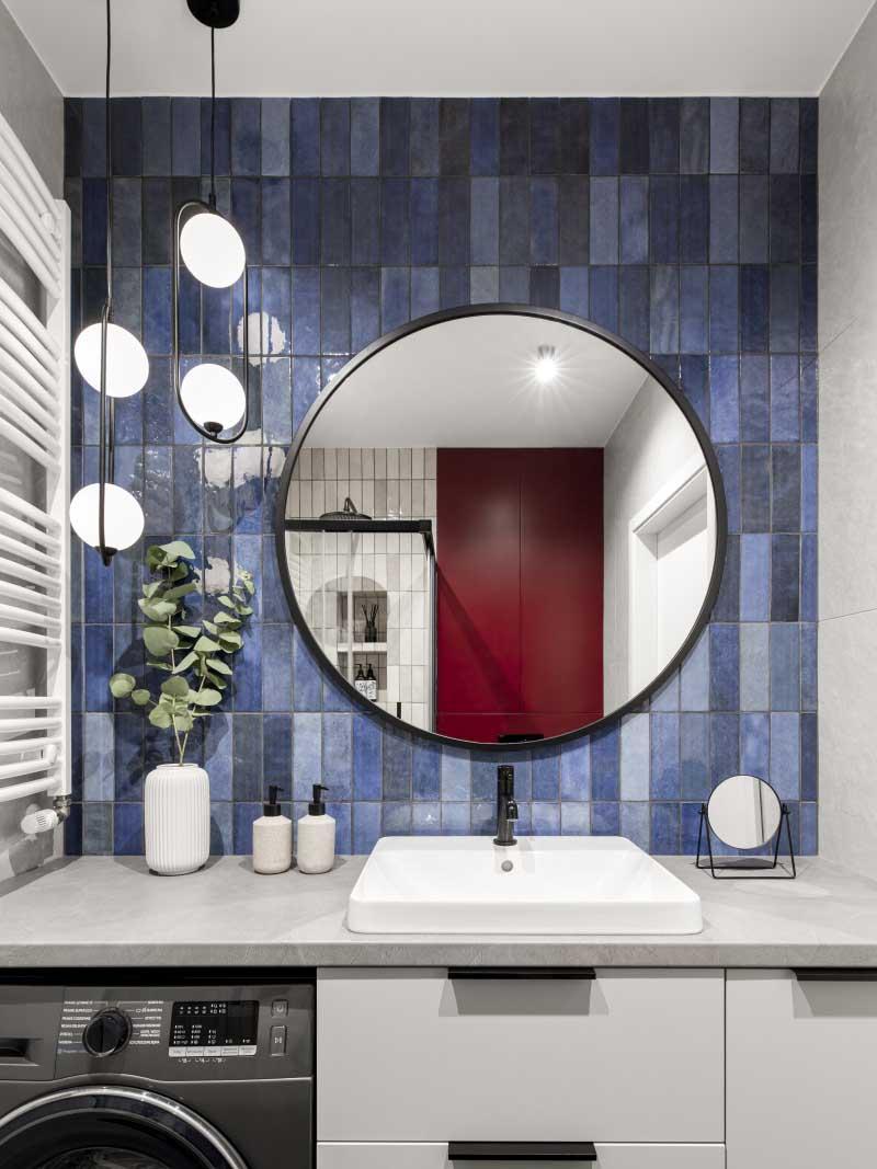 Mała łazienka z pralką   proj. Pura Design