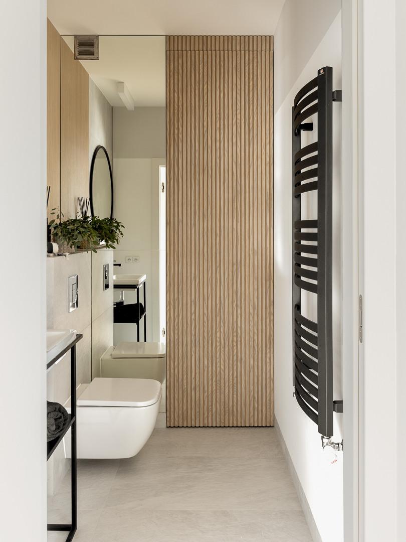 Mała łazienka z pralnią | proj. Studio Karton, zdj. Aleksandra Dermont