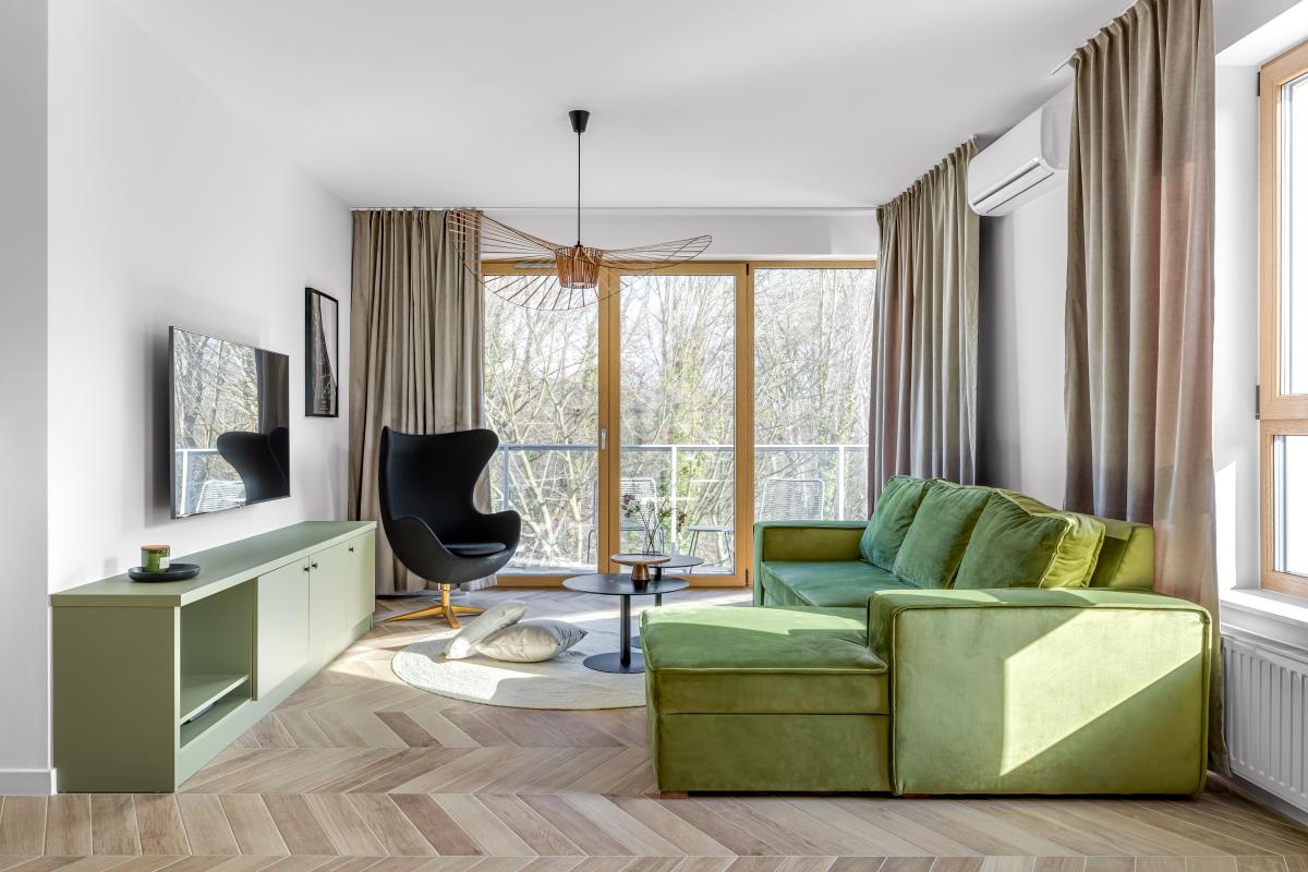apartament z zieloną kuchnią
