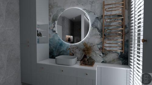 łazienka z tapetą w kwiaty