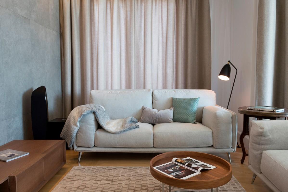 Sofy idealnie sprawdzą się w niewielkich salonach, proj. formativ