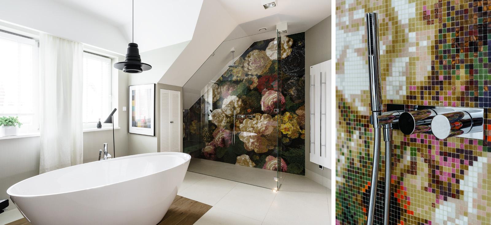 Łazienka z mozaiką i wanną wolnostojącą | proj. Fabryka Wnętrz