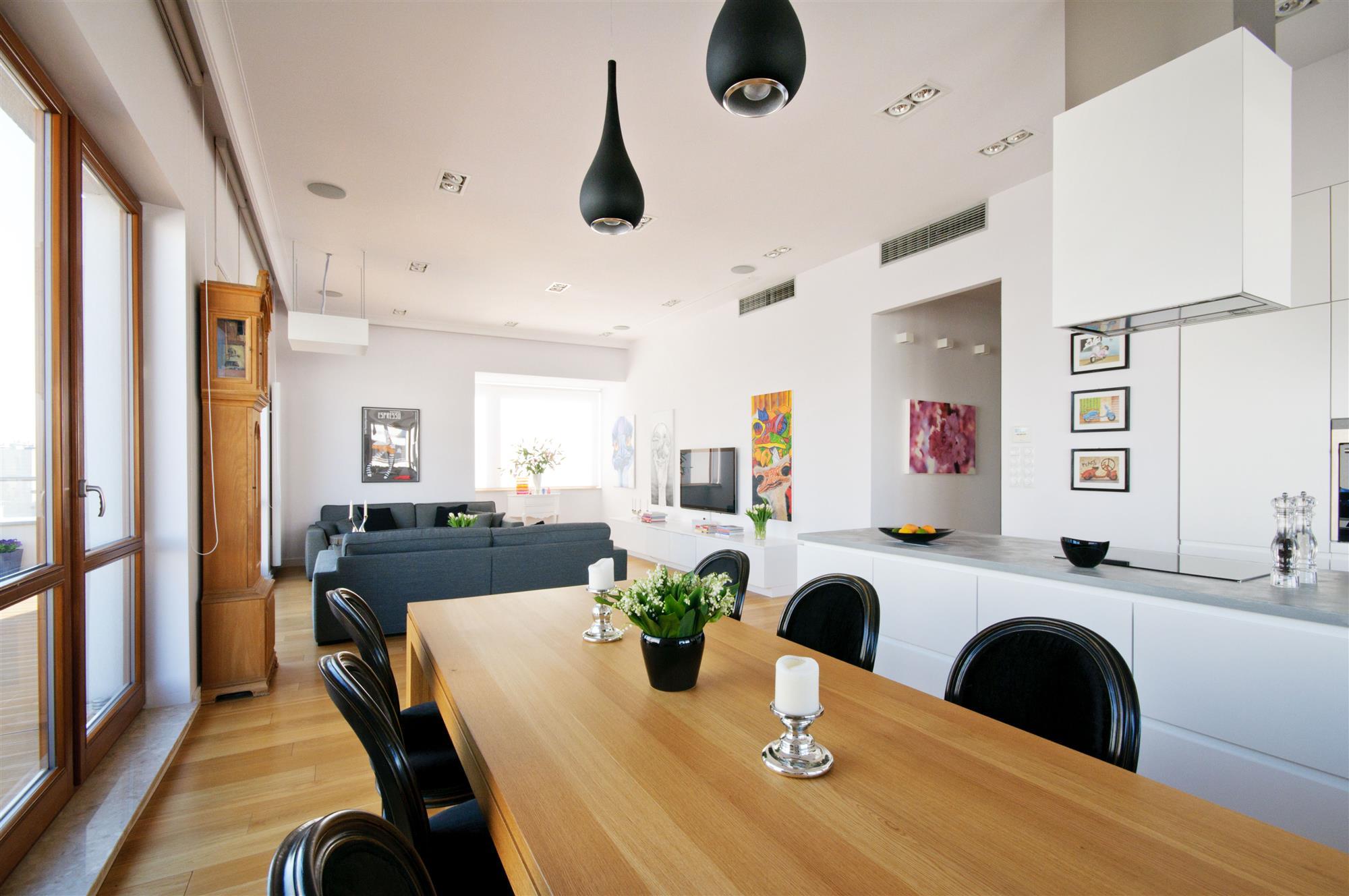 Elementy stylu industrialnego w mieszkaniu w bloku | proj. Hola Desgin