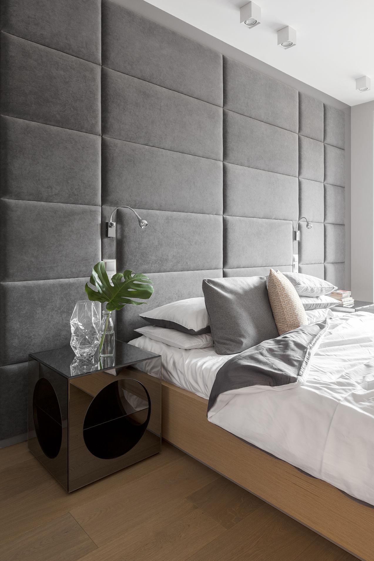 Tapicerowane panele ścienne nad łóżkiem | proj. Finishstudio Architektura Wnętrz