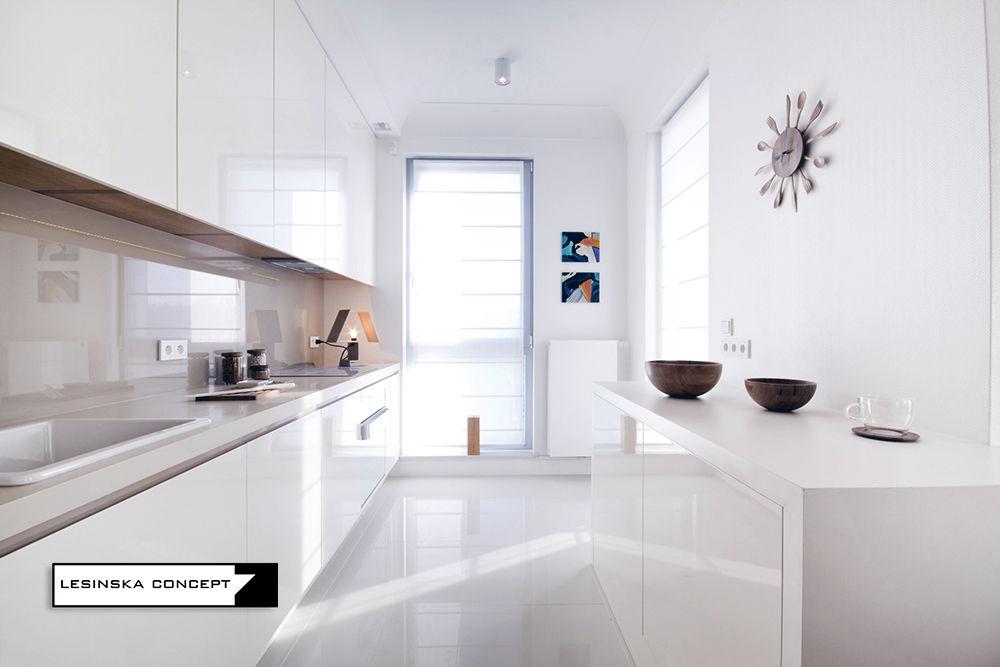 Płytki na podłogę w małej kuchni | proj. Leninska Concept